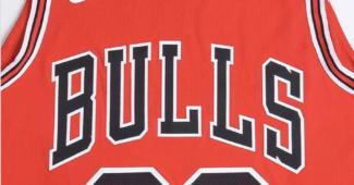 Image de l'article Guide des maillots NBA : comment s'y retrouver entre les maillots authentic, replica et swingman ?