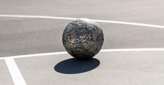 Image de l'article Spalding dévoile un nouveau ballon en hommage à Kobe Bryant