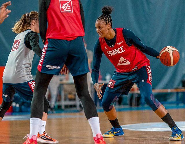 chaussure equipe france feminine basket diandra tchatchouang nike kobe protro 5