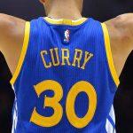 Pourquoi Stephen Curry joue-t-il avec le maillot numéro 30 ?