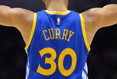 Image de l'article Pourquoi Stephen Curry joue-t-il avec le maillot numéro 30 ?