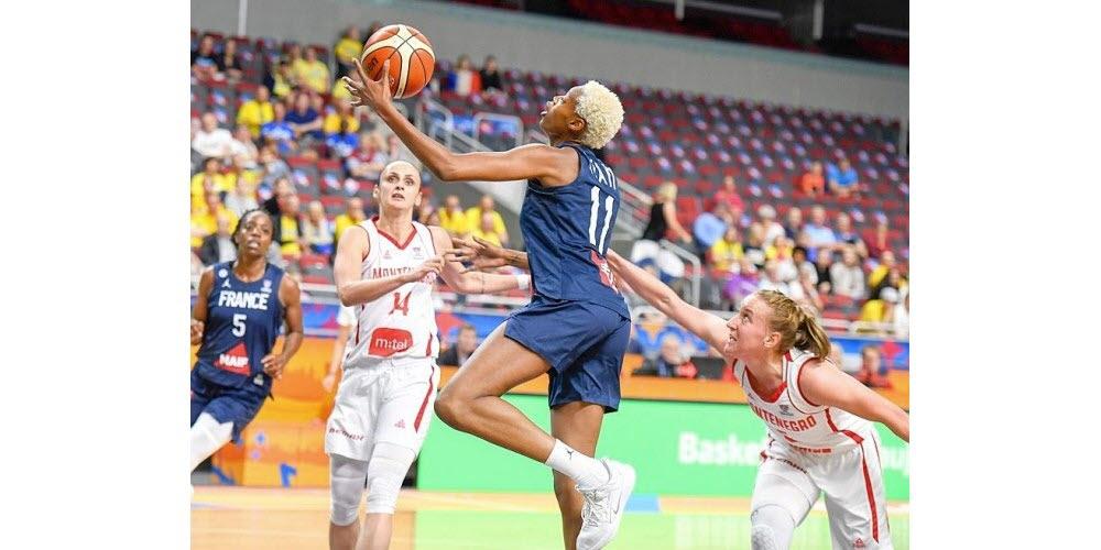 chaussure equipe france feminine basket valeriane ayayi nike hyperdunk X